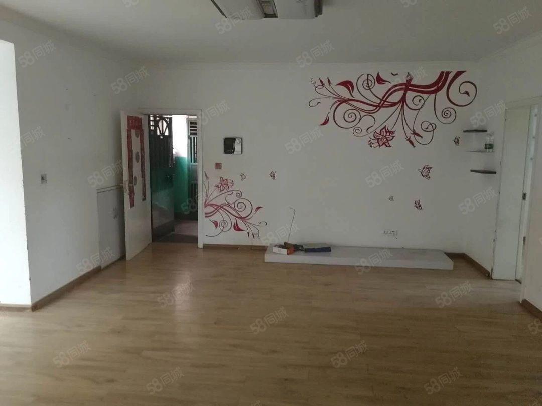 烟厂D区1400元3室2厅1卫普通装修