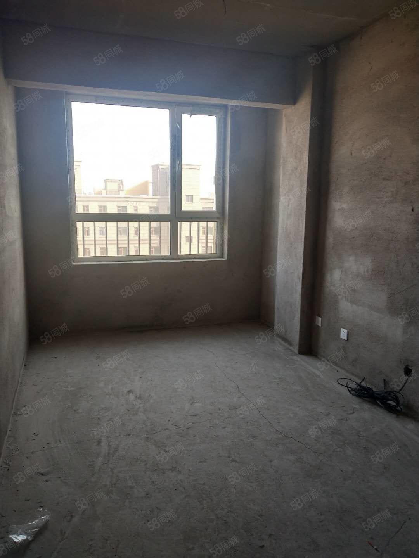 御龙苑64.8平,首付5.1万,电梯好楼层,下手得快