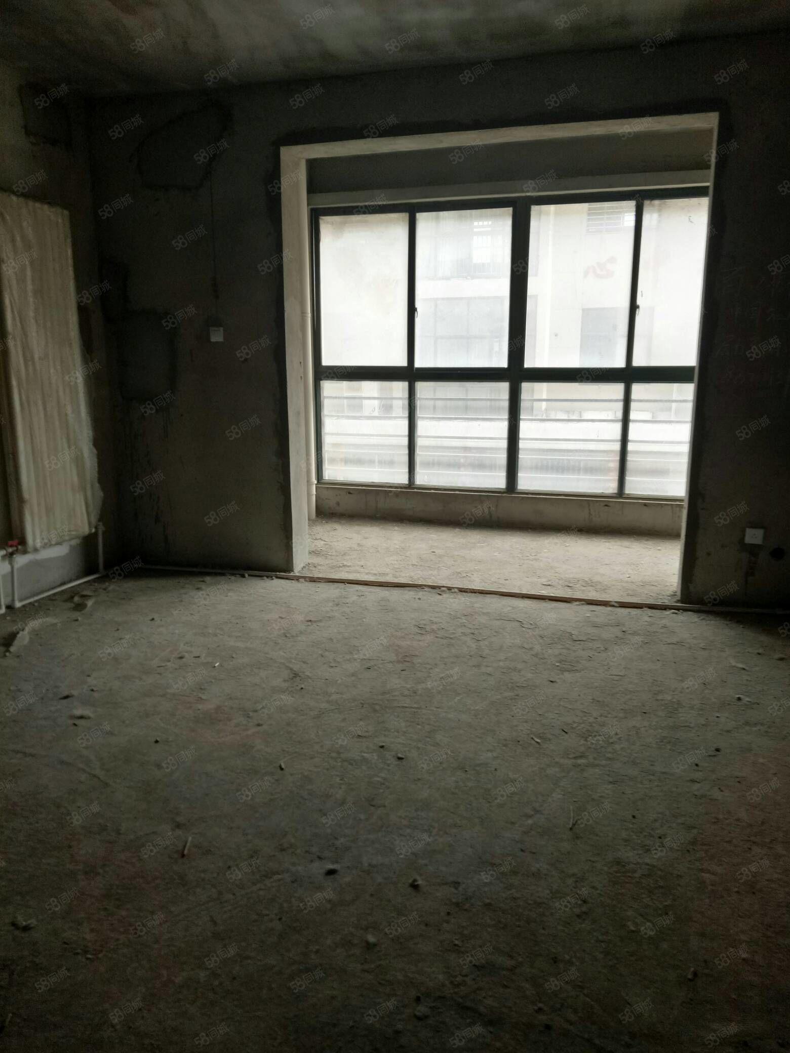 長城華庭電梯2樓三室兩廳兩衛140平毛坯72萬有證能分期
