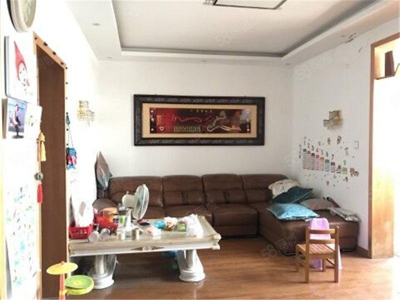 我是房zhu!弘运小区精装三楼三房诚心出售!随时看房!