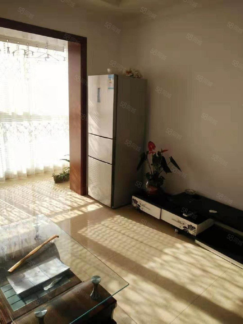 佳居苑1700元3室2厅1卫普通装修,超值,随时看房