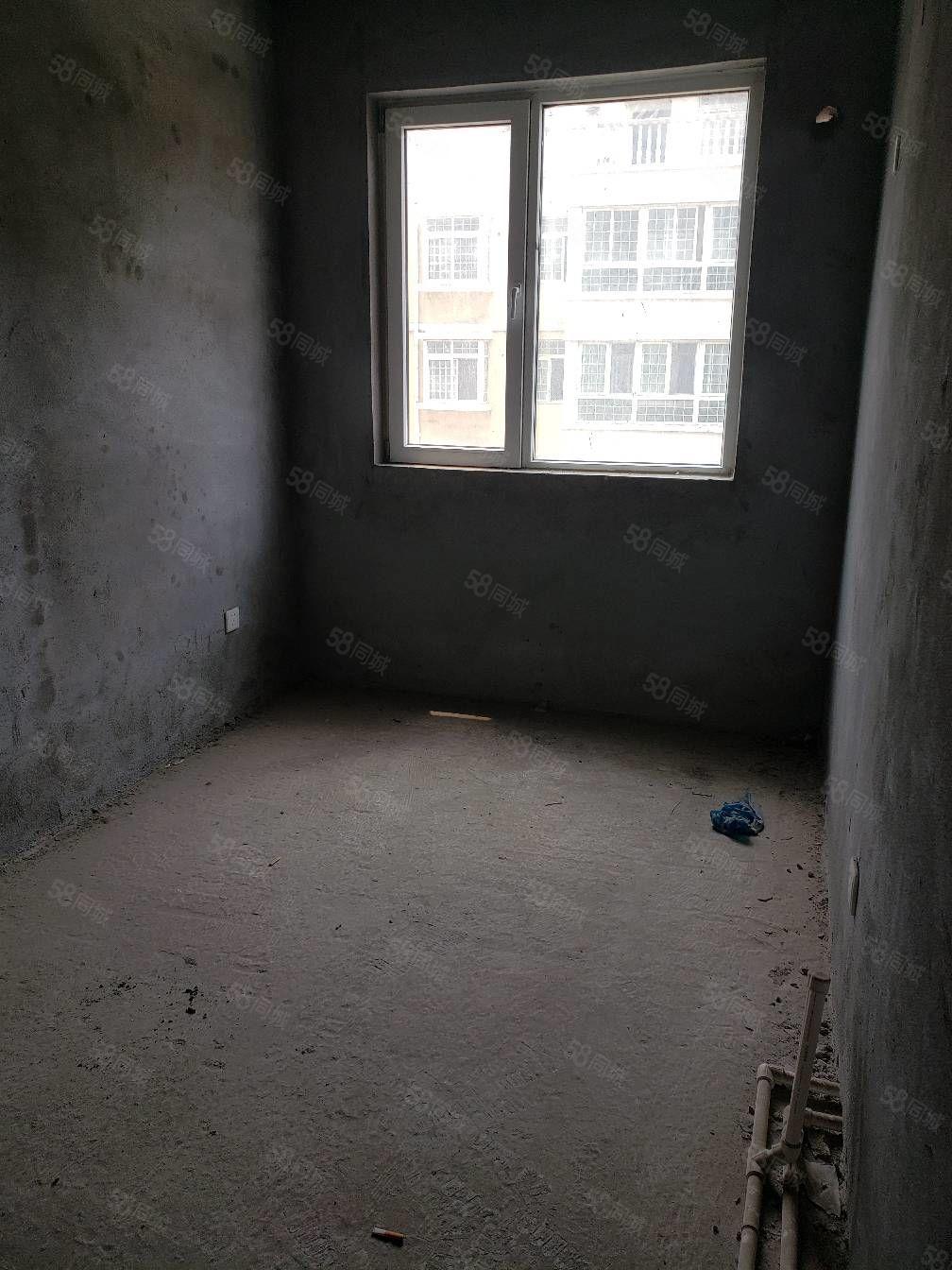 尚東小戶型兩室電梯房五樓毛坯房房產證已辦理