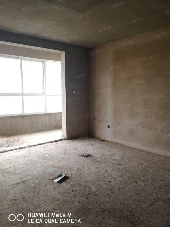 银桥房产鼎盛小区四室两厅毛坯182平含费包改名