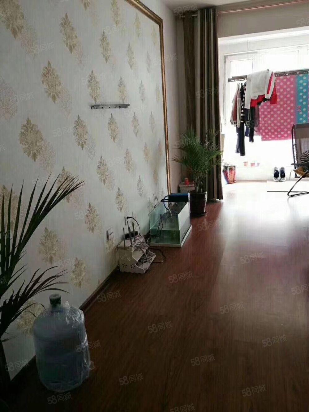 隆基泰和2室,简单装修,好楼层小区环境好