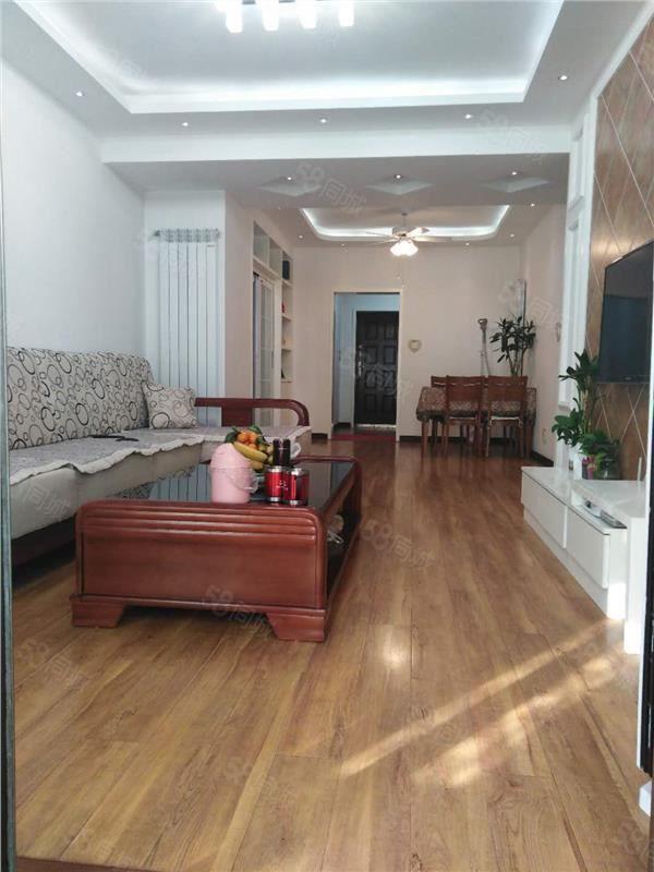 万达熙龙湾,全天采光,豪华精心装修,大自然木地板,有地暖