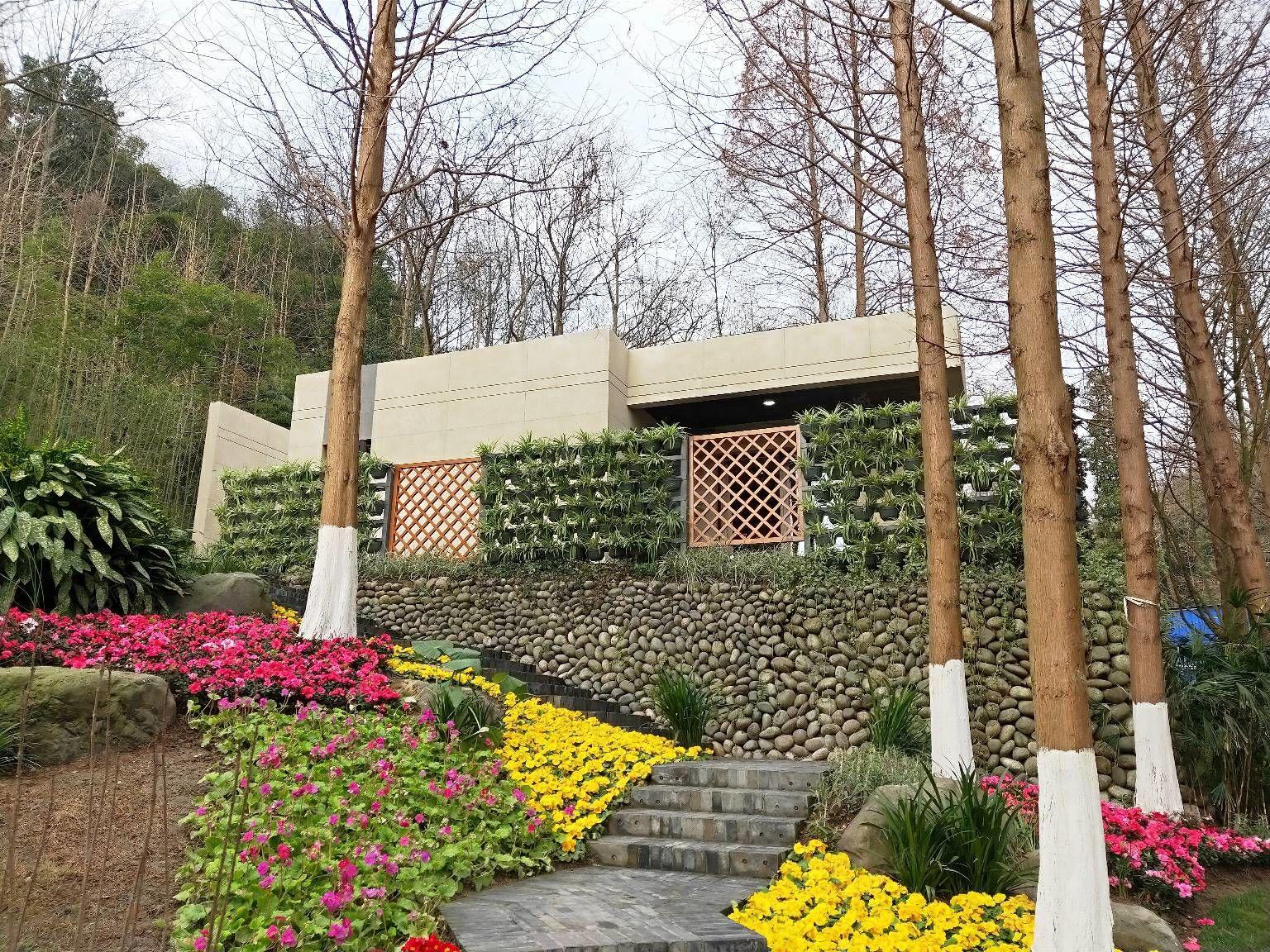 街子古镇边边上项目平层套二,一楼带98平大花园,楼上带露台!