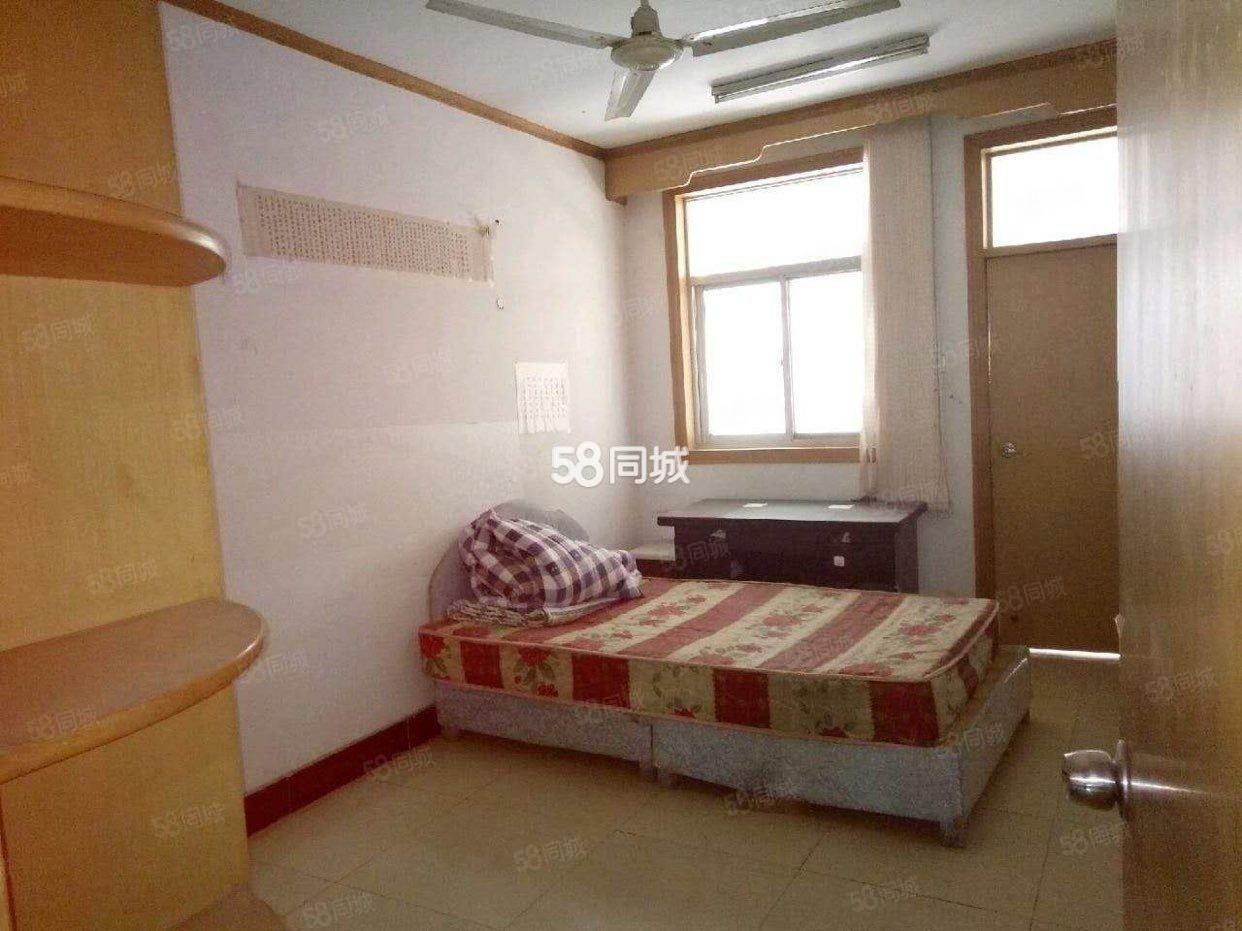 海燕鑫聚南女人街的房子,步梯2楼,简单装修,拎包入住。