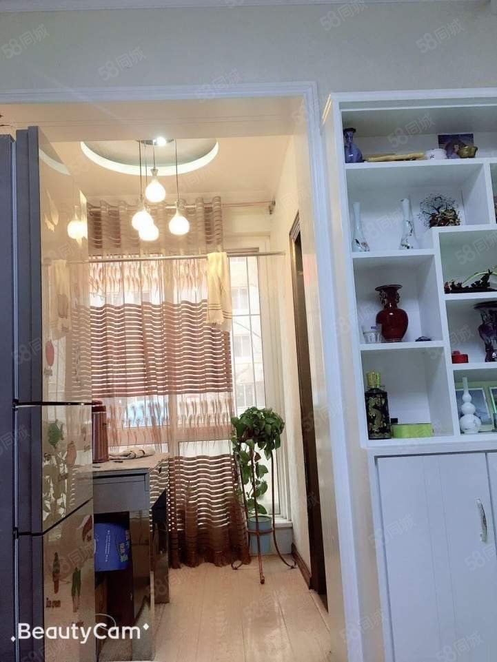 锦绣苑精装修好房出售,中间楼层,采光极好。居住方便