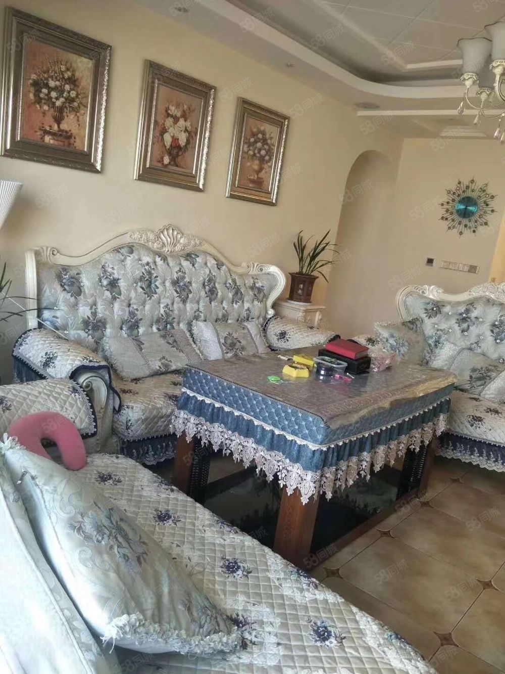 三?#20449;?#36152;市场里面二楼出租,价格便宜,老房子,部分家具