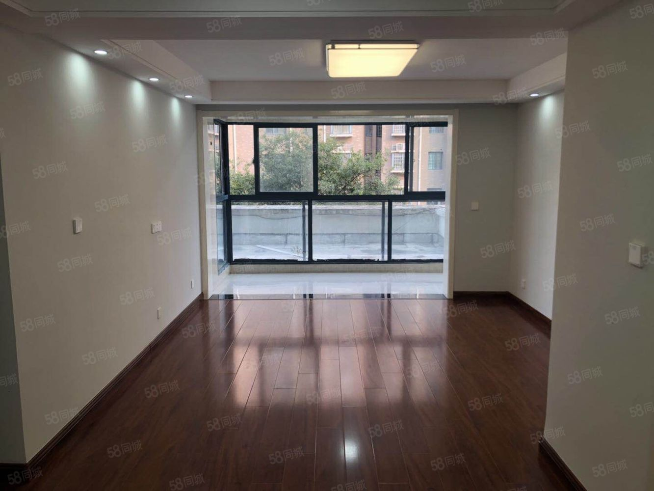 水岸城邦124平方精装修一次没住过新房90万吉售!