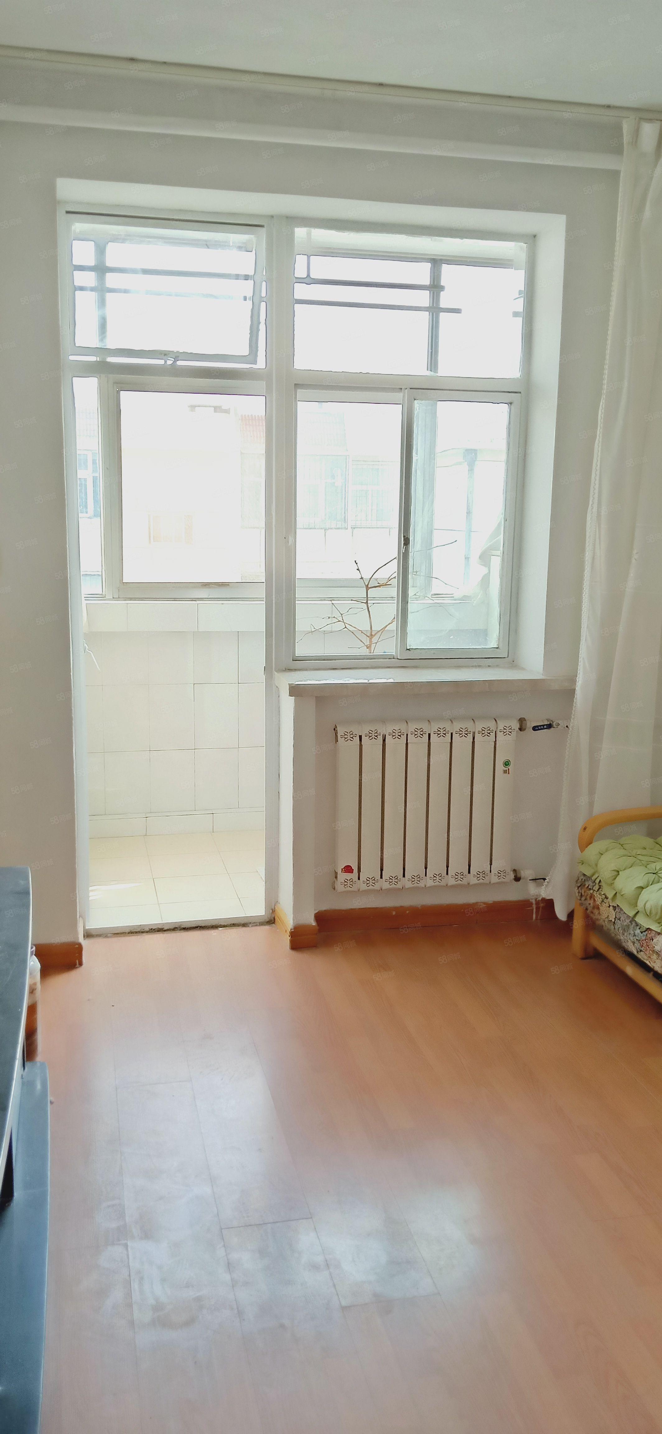 西苑小区简装干净拎包入住2室一厅出售