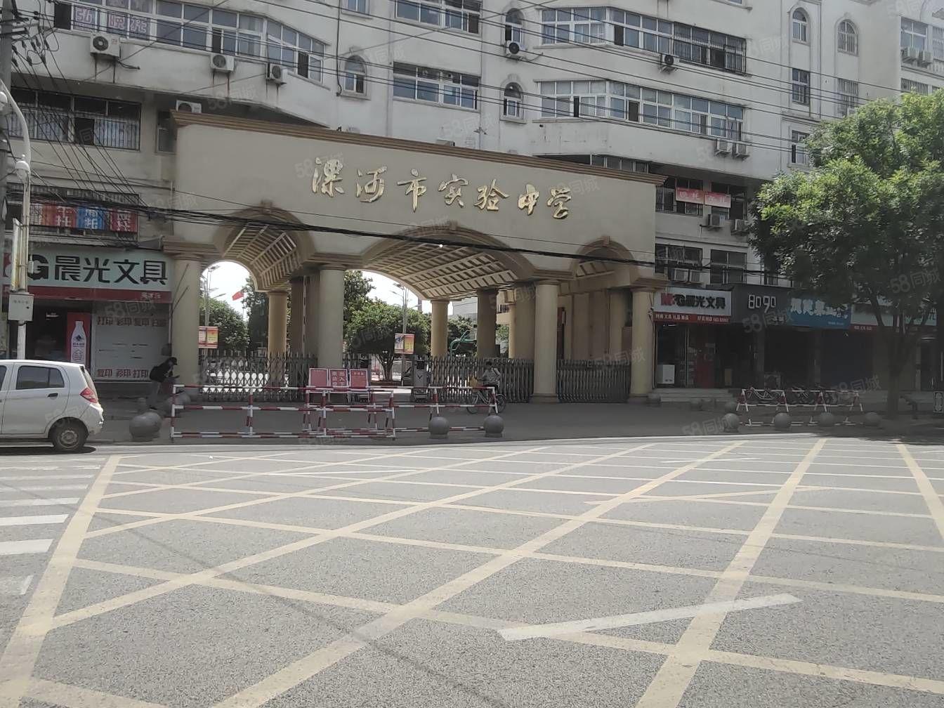 辽河路与崂山路交叉口附近,漯河市实验中学片区房4楼华东世纪城