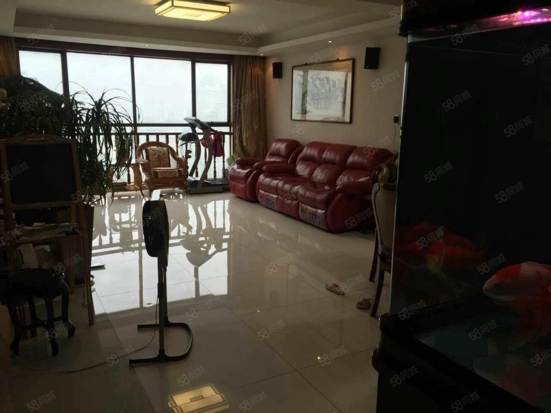 星海名城175.76平三室半两厅自住精装278万