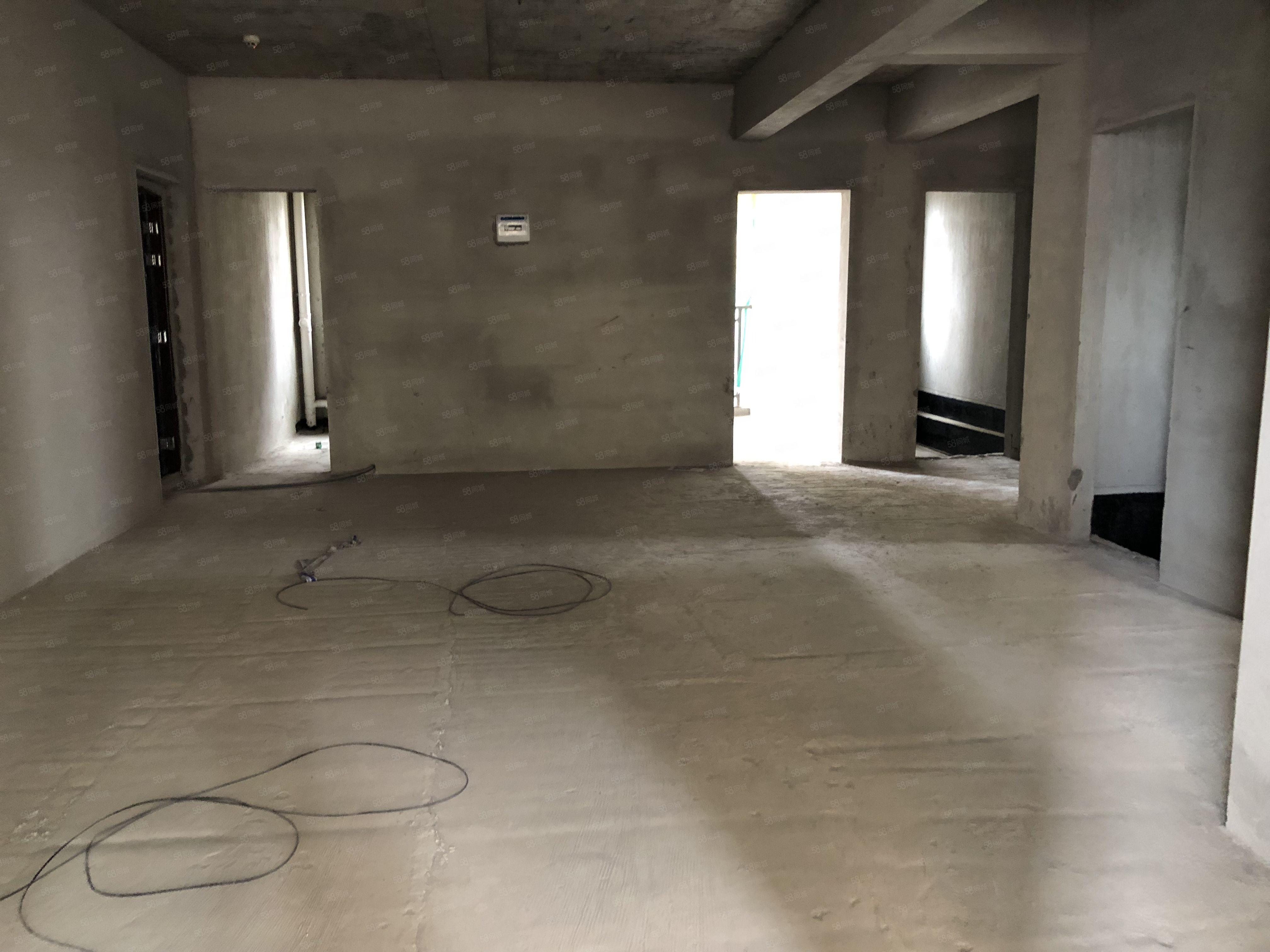濱江未來城3房2廳毛坯房誠意出售,南北通透