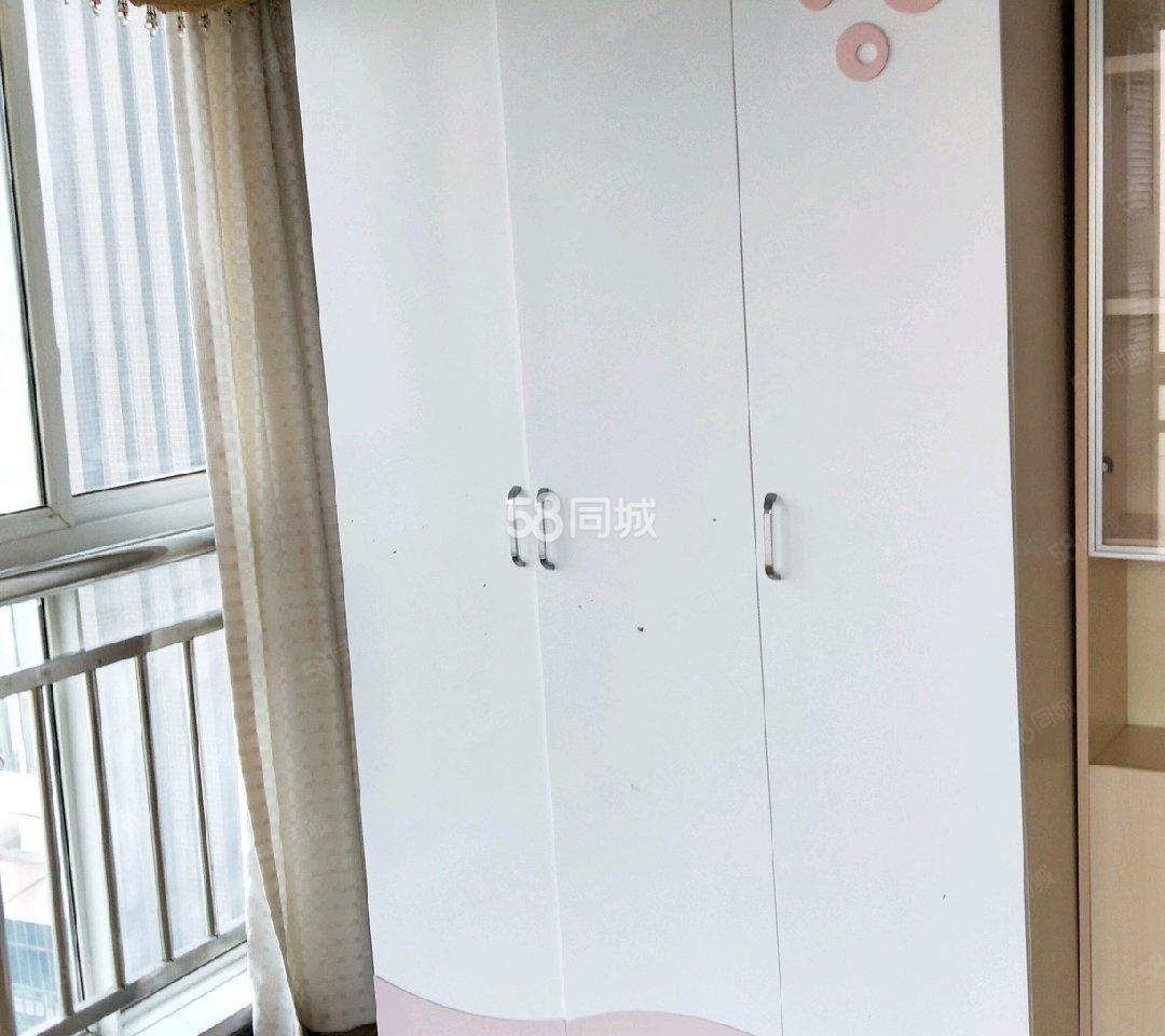 星河灣精裝修房兩室兩廳出租