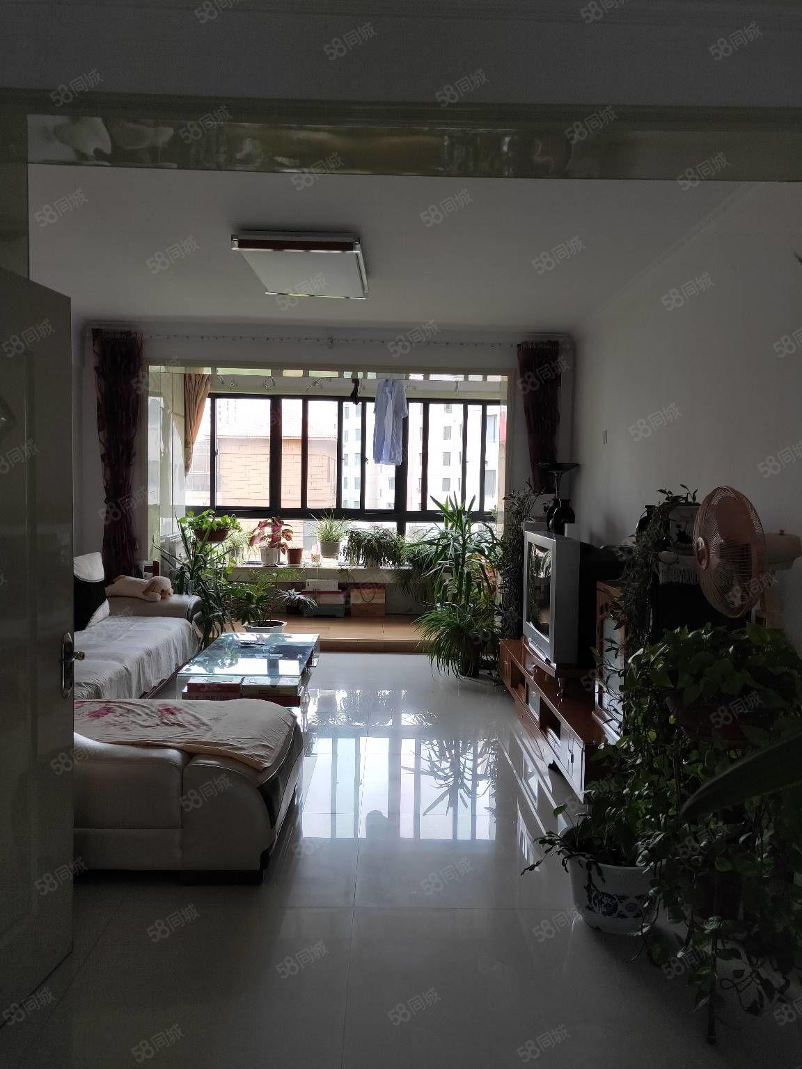 中天家园3楼101平米2室精装带家具50万元有证可贷款