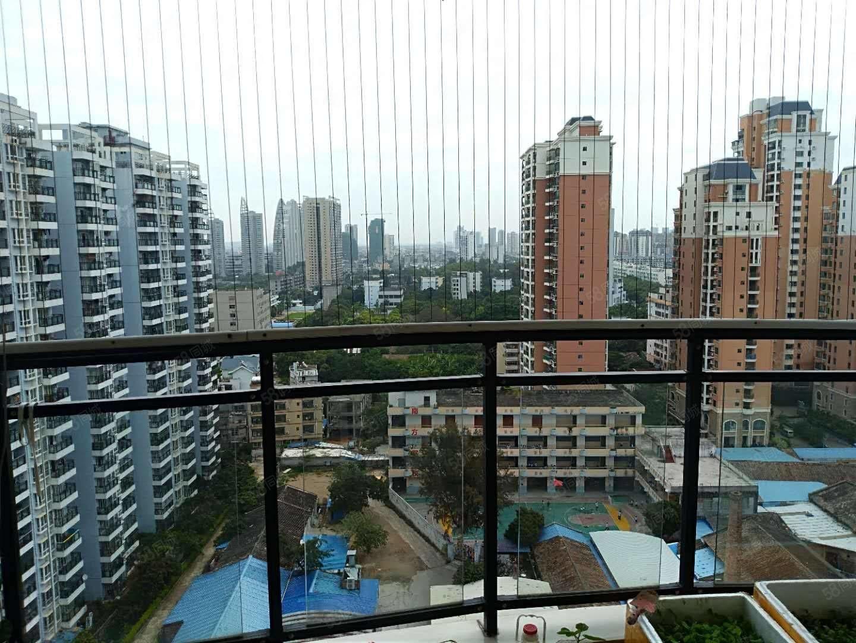 繁华地段三面采光全明户型大飘窗大阳台