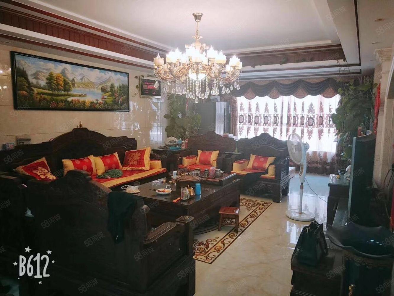 玫瑰苑電梯三樓四室兩廳兩衛185平豪華裝修95萬