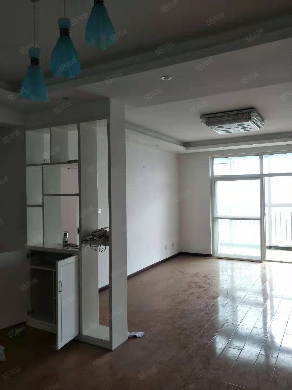 江边中青国际大三室带部分家具