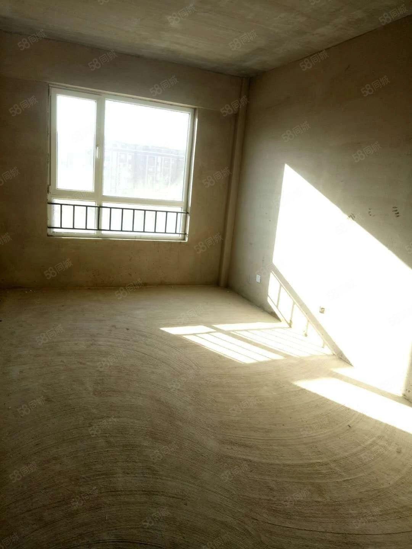文祥豪府四期4楼76平一阴一阳毛坯38.4万可议可贷款不房山