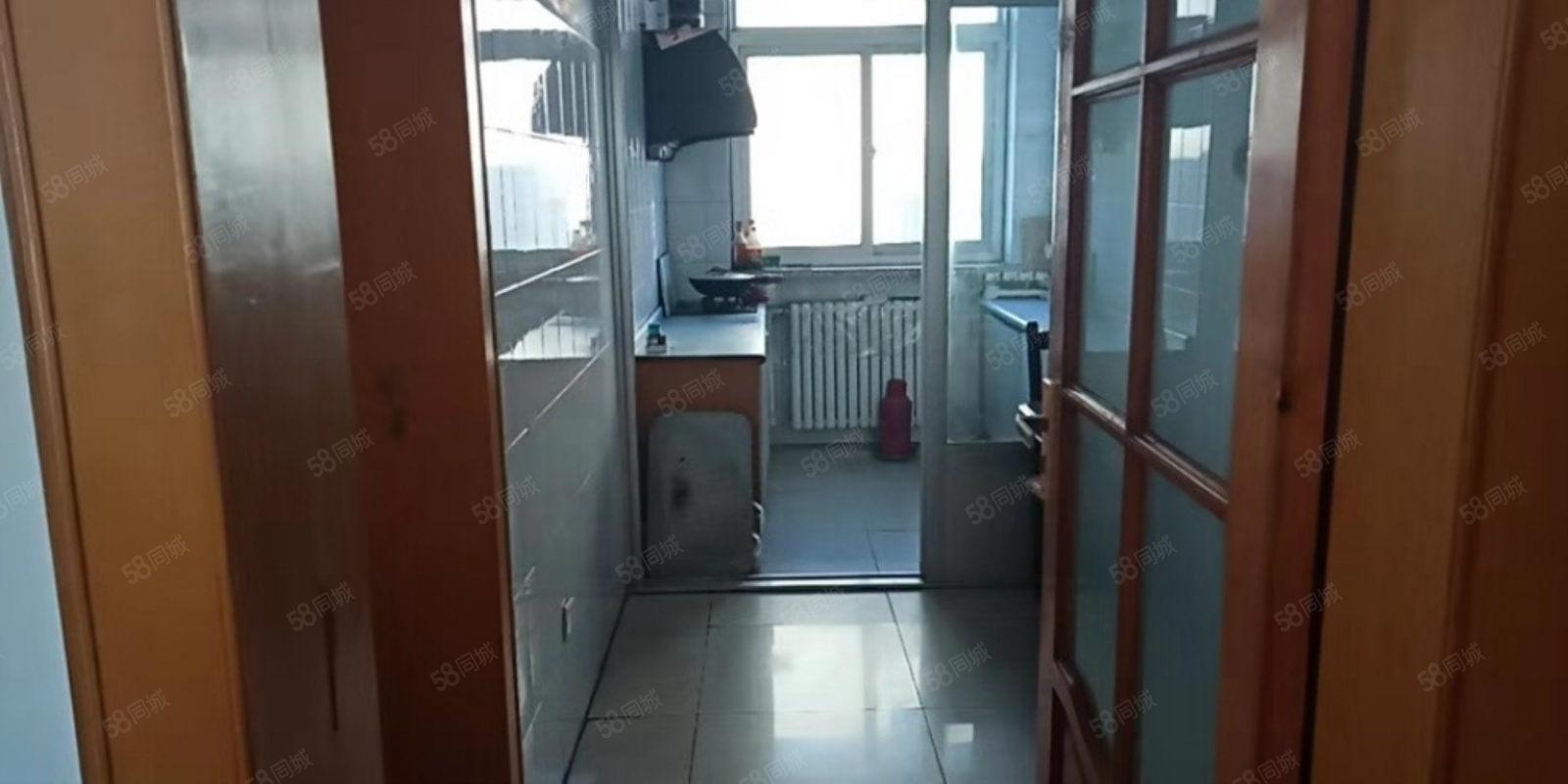 兴平广场小区六楼年租13000