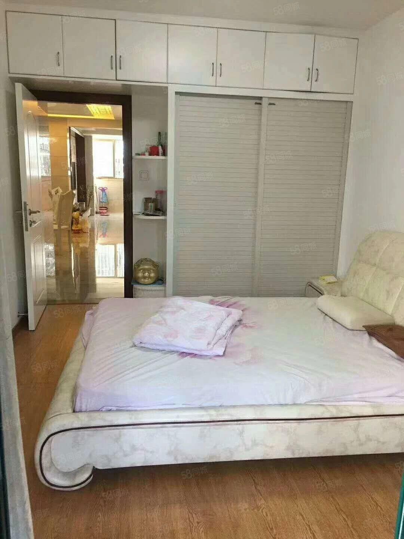 单价8千多琴海豪庭电梯中层精装3房2卫万达华城东湖豪门旁边