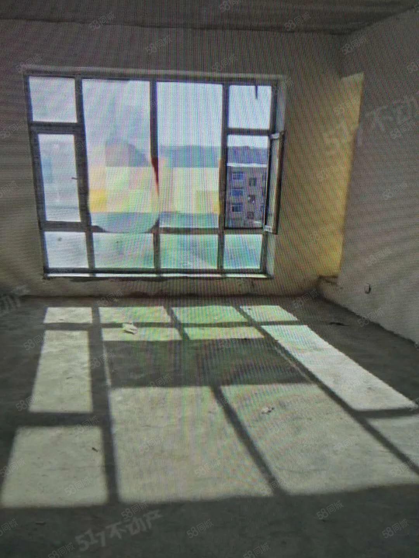 朝阳小镇�i梯5楼毛坯房两室一厅南北通透视野采光好
