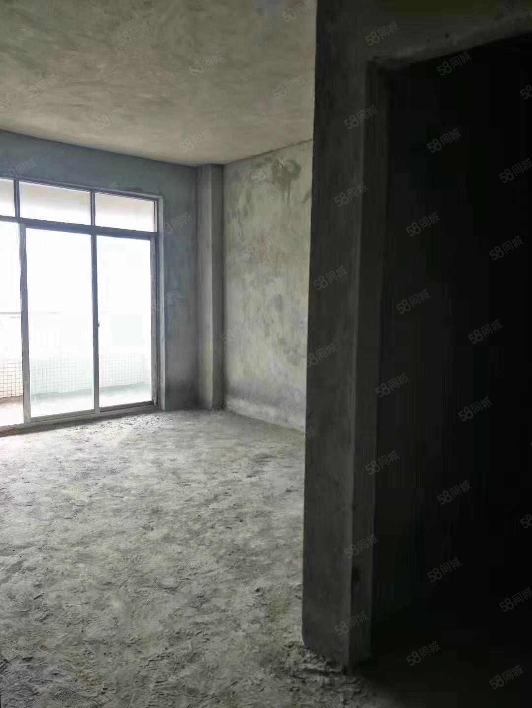 低首期电梯房!15万首期买名城大厦电梯大三房!