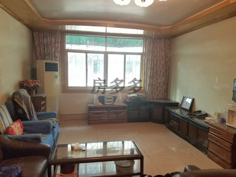 益汉小区3室2厅中层简装,带30平米车库开卖了