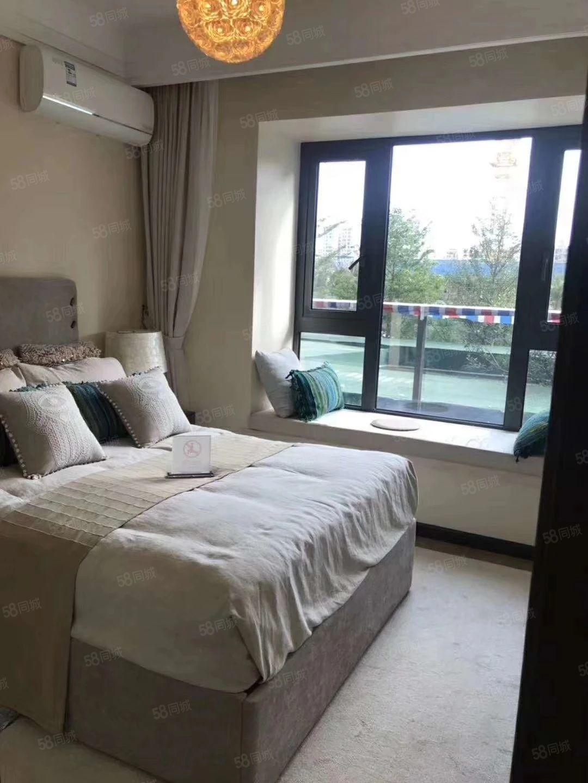 两房一厅豪华装修月租金仅1300随时看房