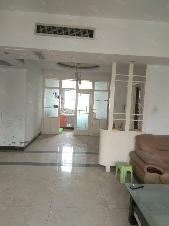郾城实验中学片区中央空调华东世纪五楼非顶大三室简单装修