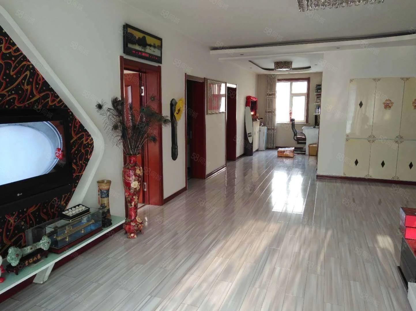 三室一厅,临近实验小学,三楼,户型方正。。