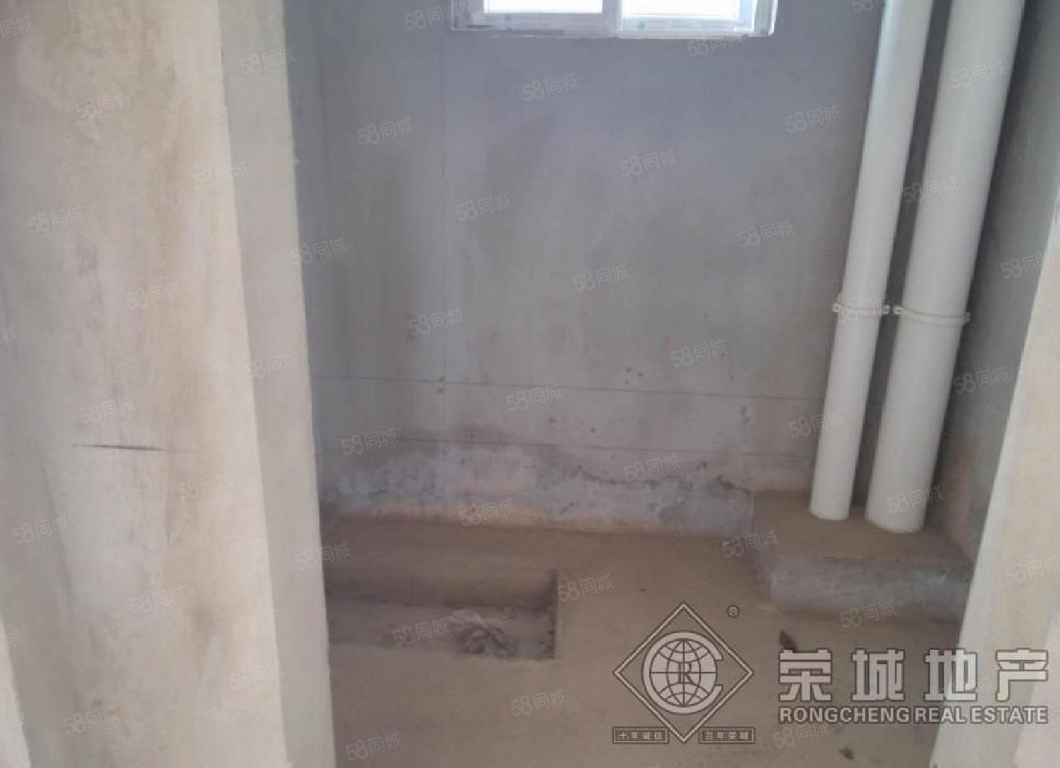 山水佳园(铭德上居)140平毛坯楼梯房