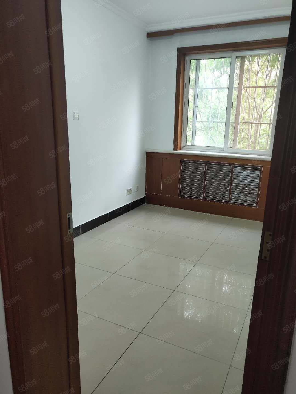 富海花园2楼带地下室,简单装修小区物业好,环境好双证齐全
