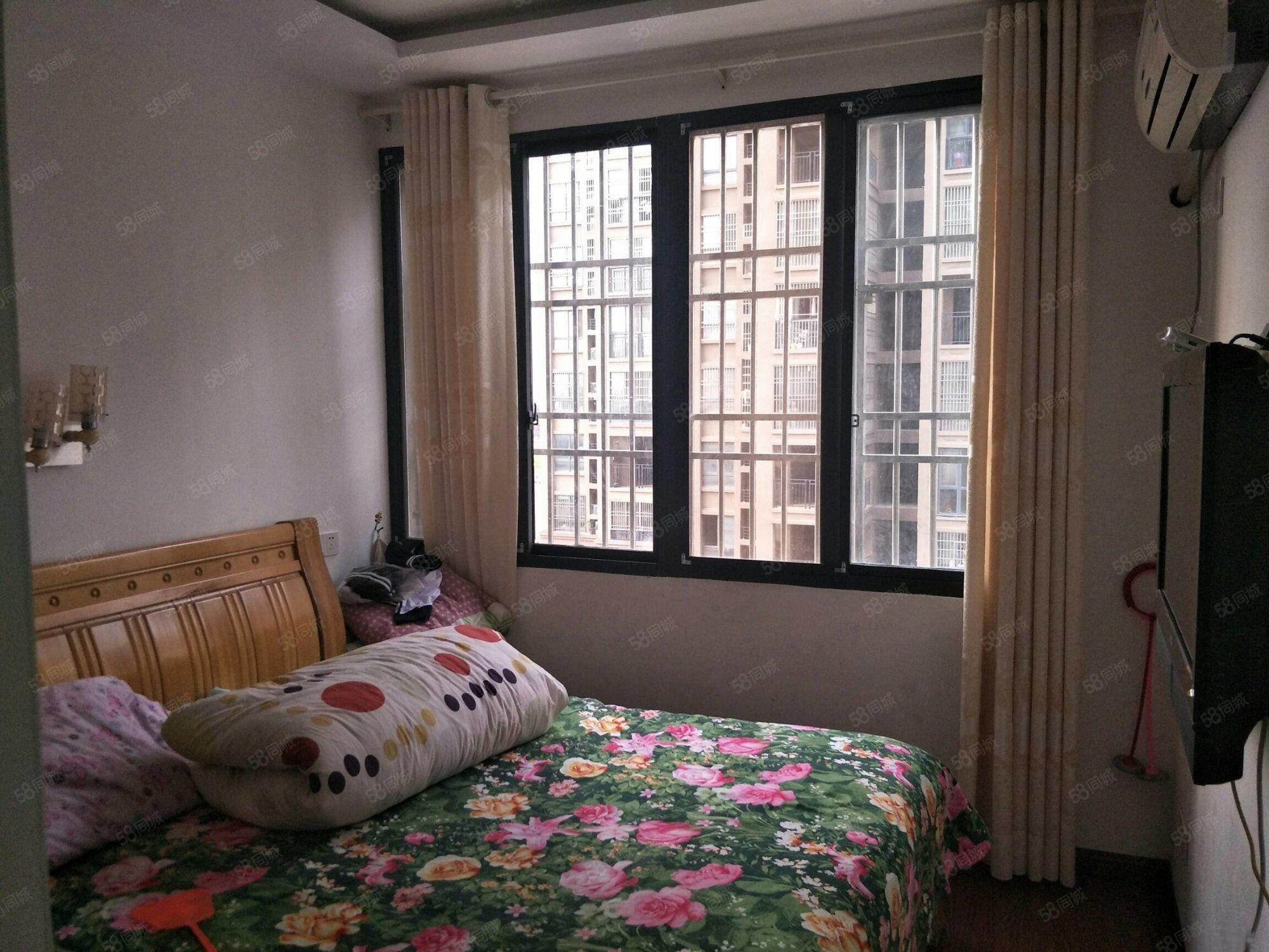 藍鼎中央城 三室兩廳 125平米 精裝修 132萬