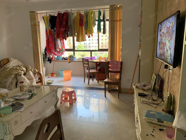 宜阳小区精装三房,带家具家电,拎包入住。