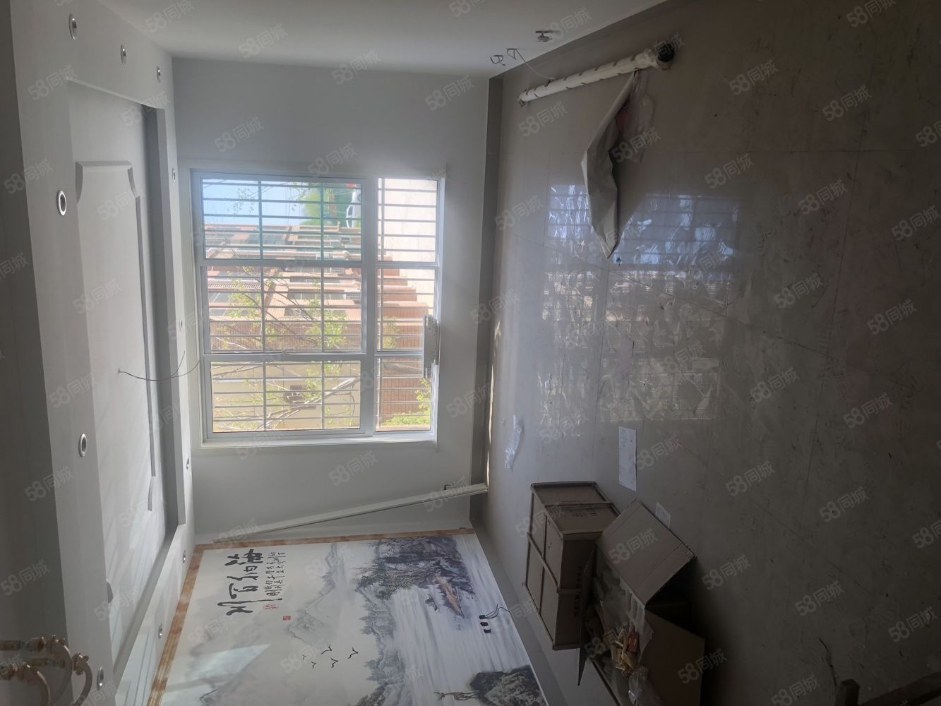 真是图片华府世家一楼。三室。精装修未入住。33平超大车库