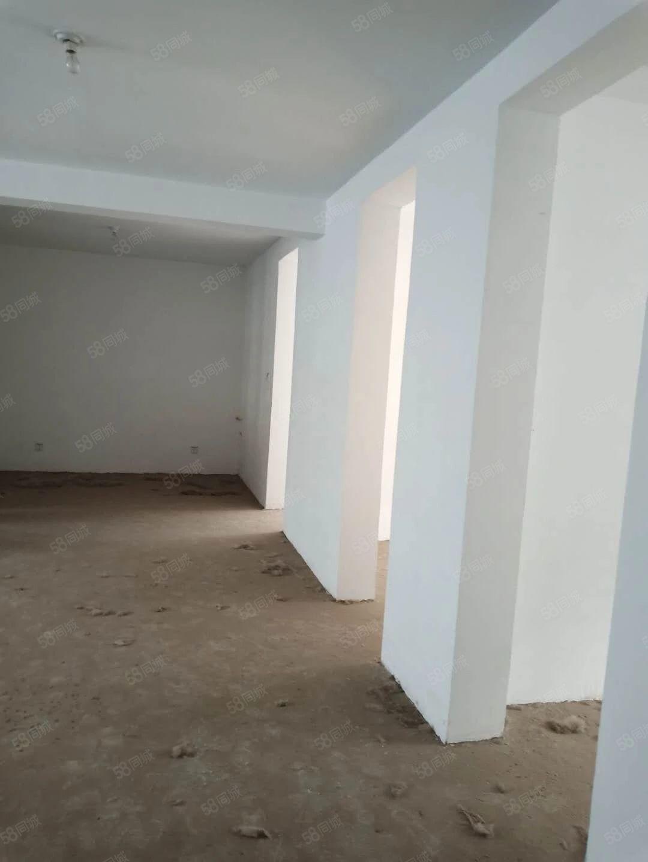 和睦园多层毛坯4楼126平3室向阳送17平车库