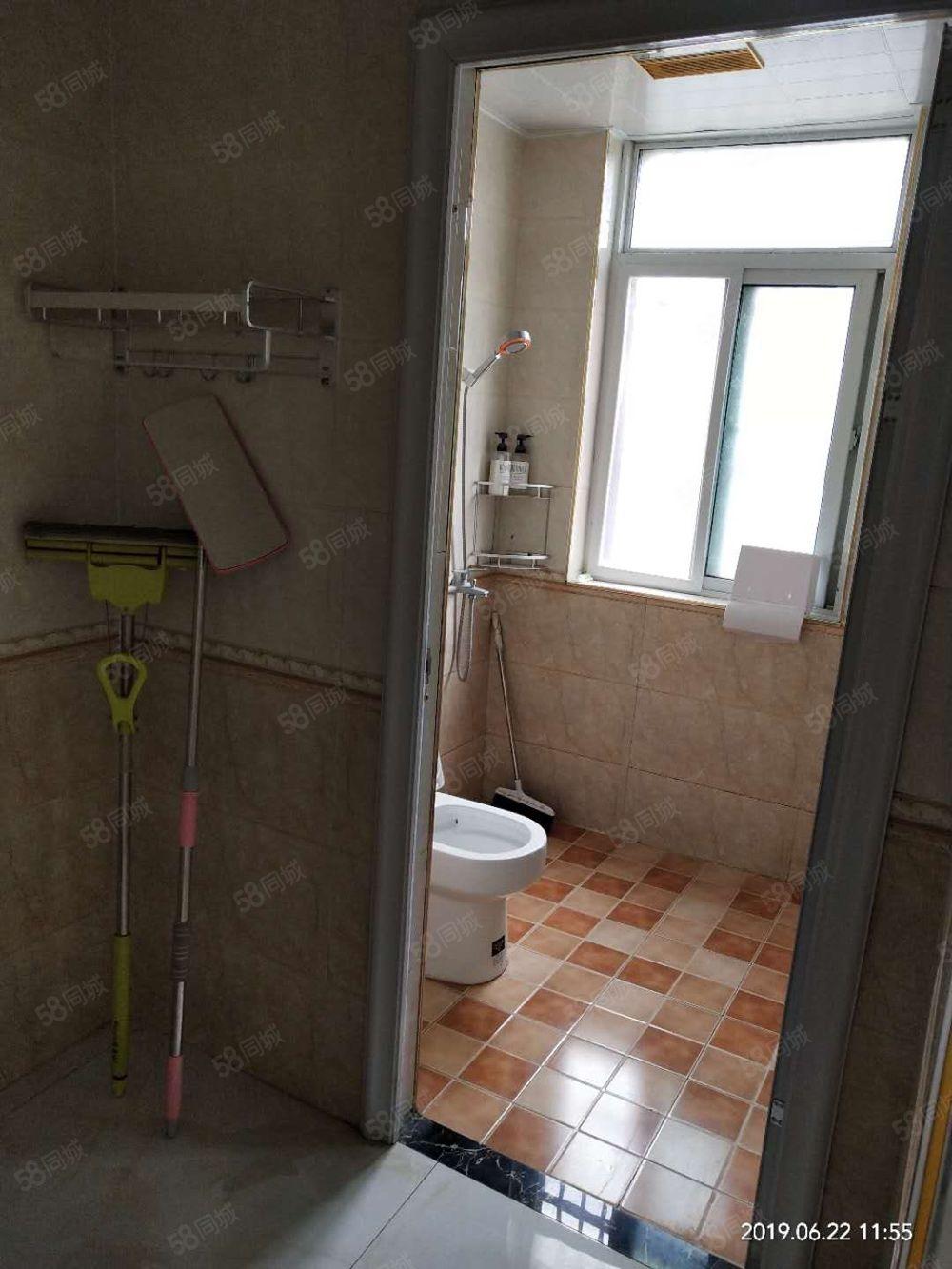 出租七小西萬霖錢豐,電梯房二室二廳,新裝修,看房方便。