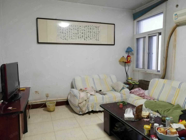 房子位于利津县交通局家属院二楼