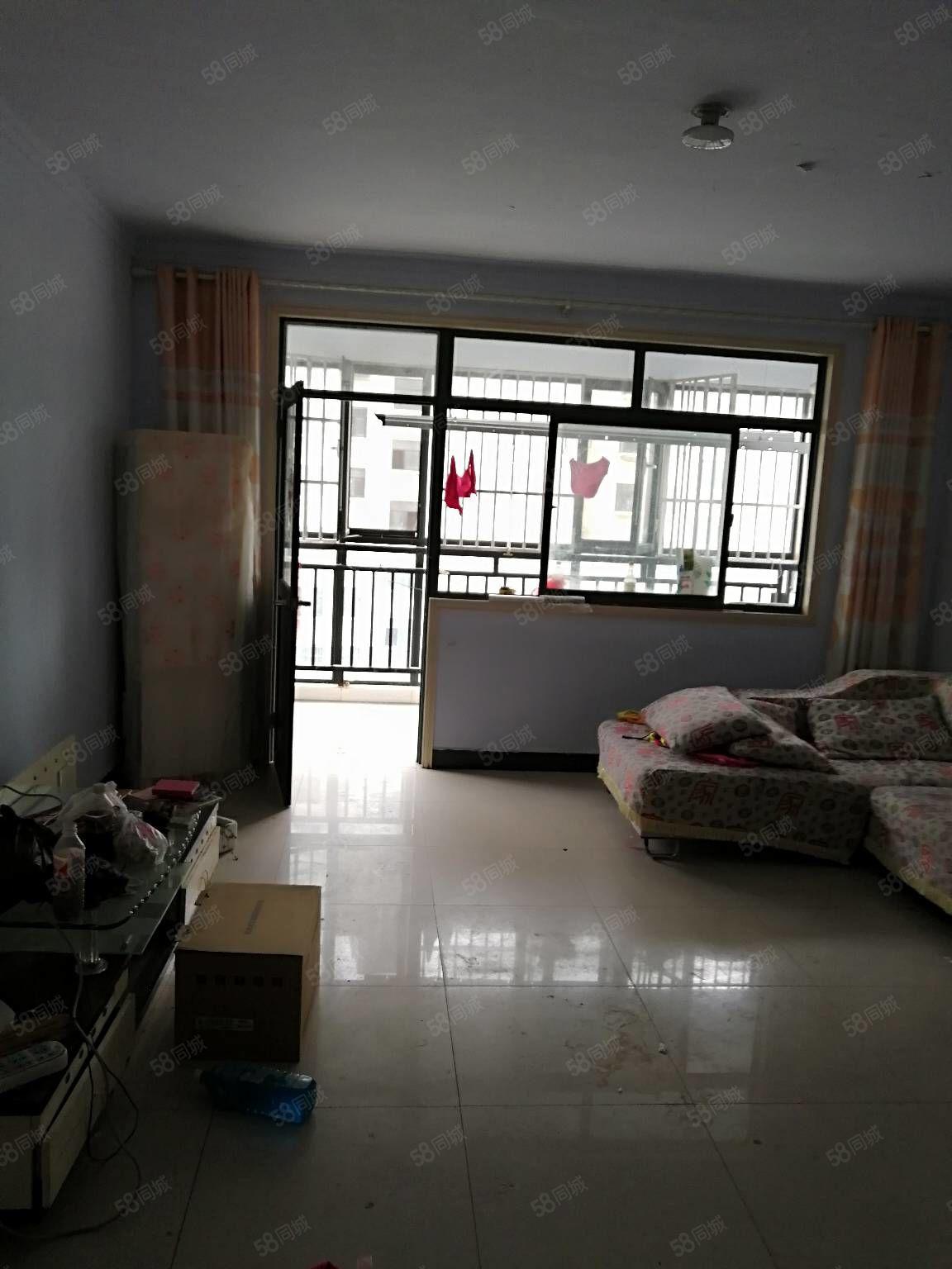 好房急租金颐A区三室两厅精装修拎包入住全屋地板砖