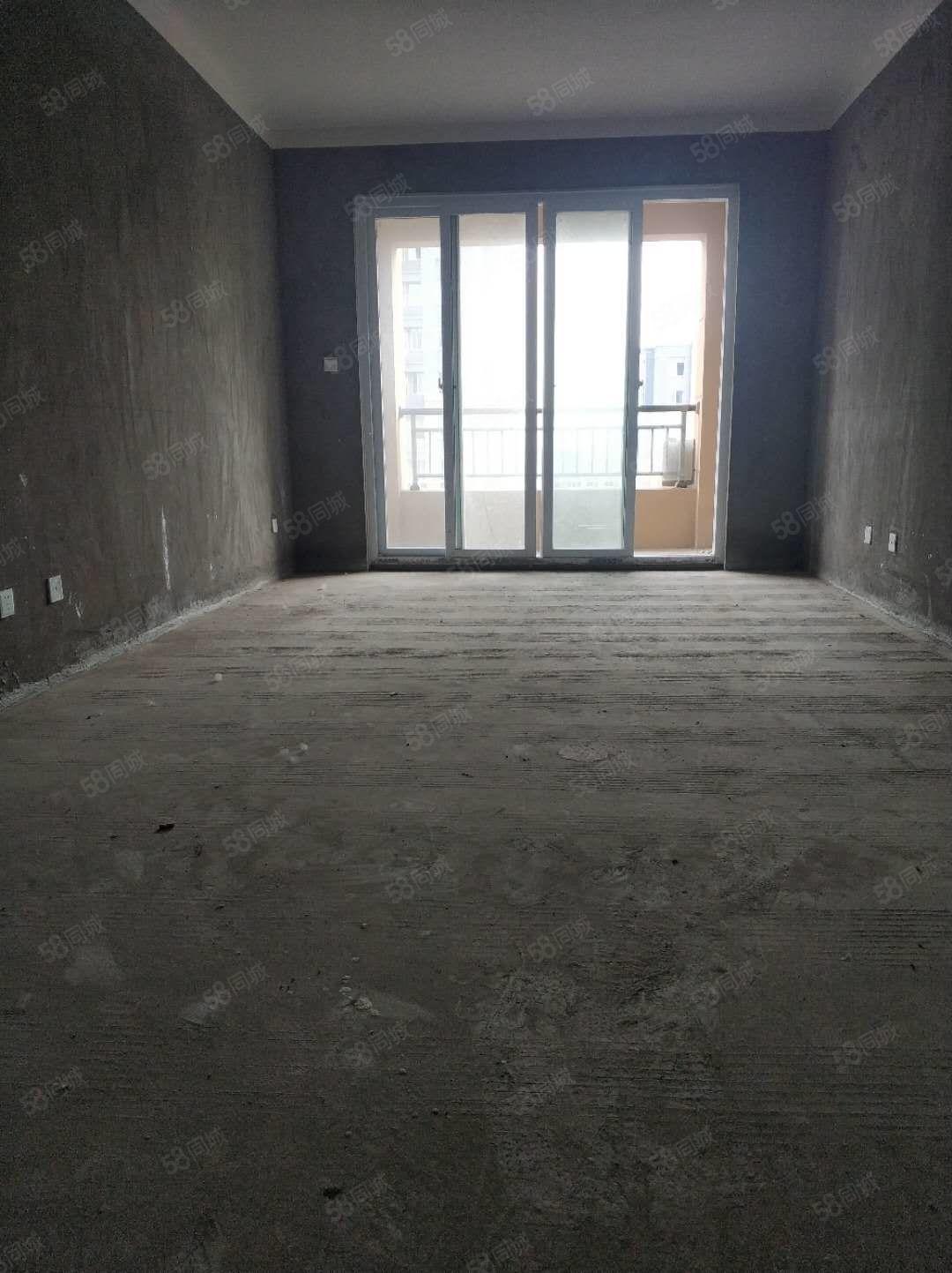 城西实验小学幸福港湾房屋急售,旁边就是新汽车站