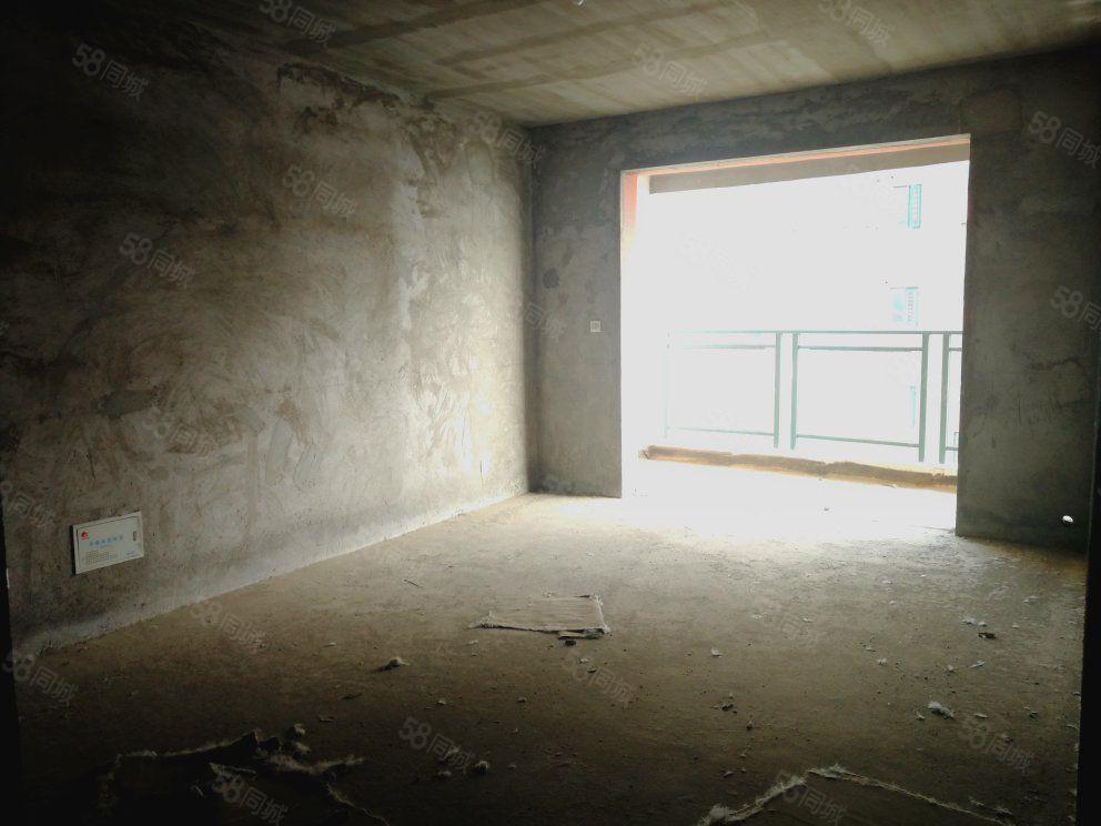 光荣路学区房3室2厅2卫电梯房有证满2可按揭