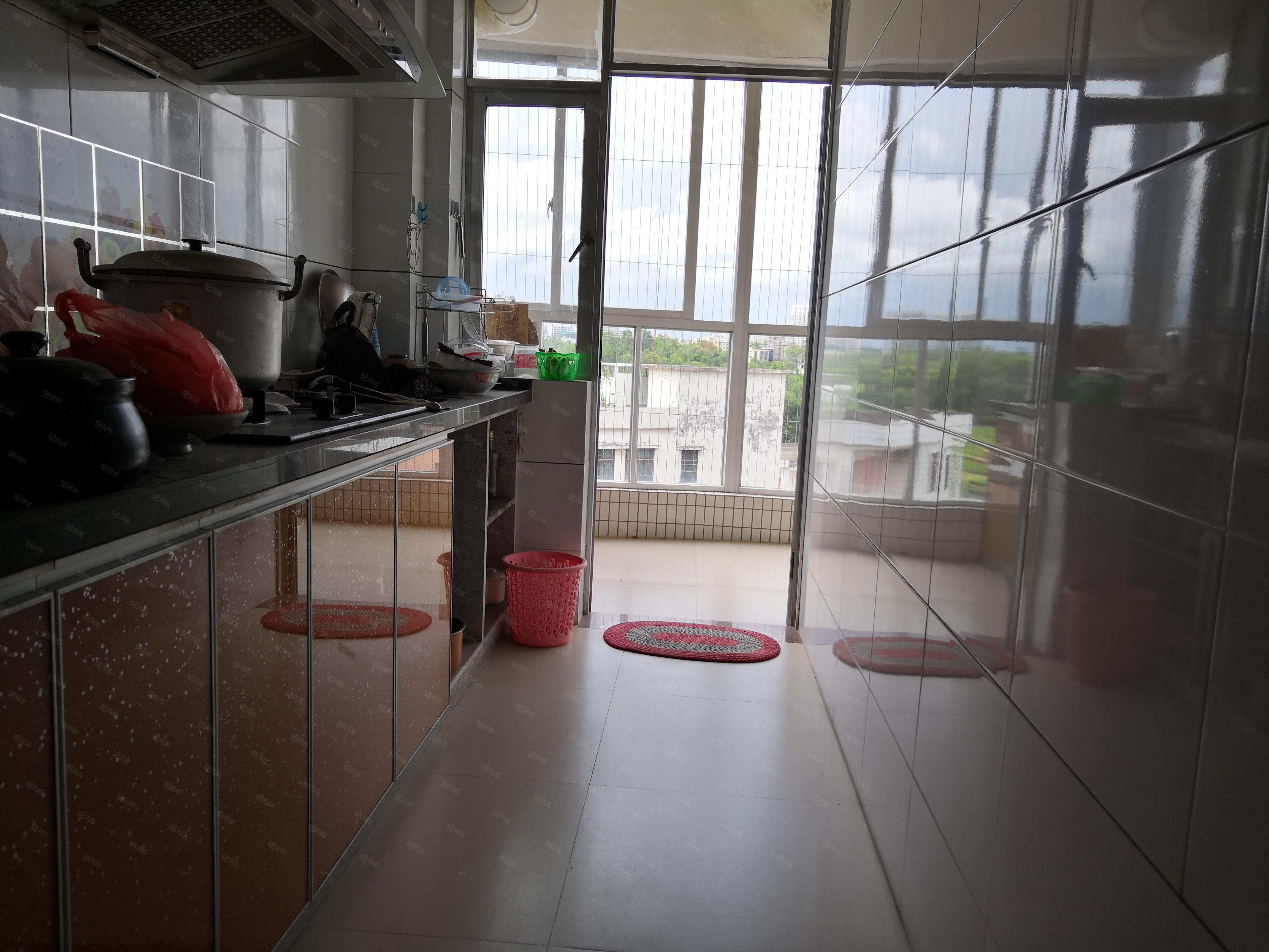 汇景新城3房2厅,带车位62万,价格看中可谈,业主诚心出售。