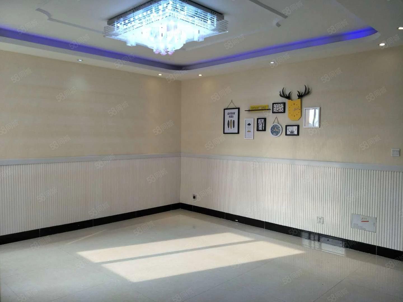 首付51万售江南世家125平方米精装三室,采光无遮挡户型好!