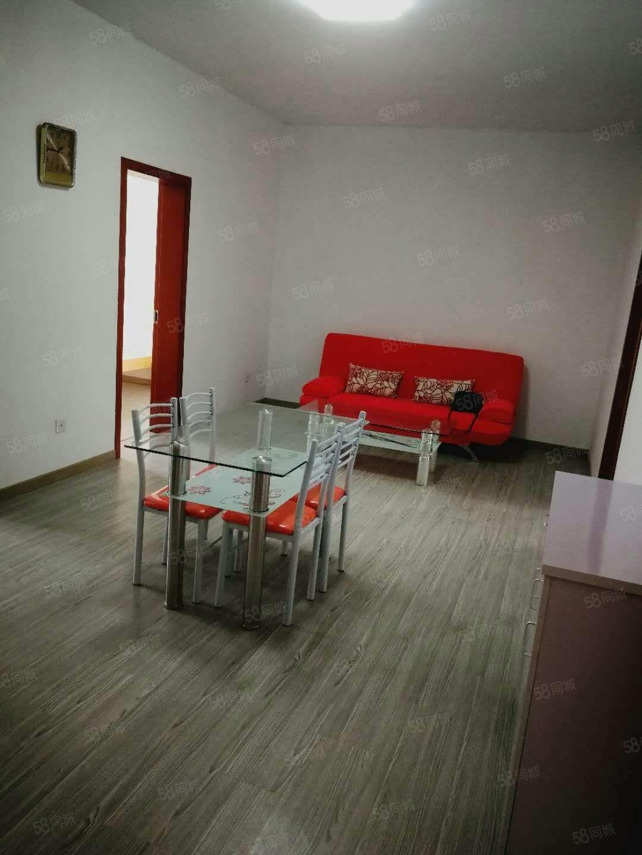 长龙二村新装修首次出租房,设施全拎包入住