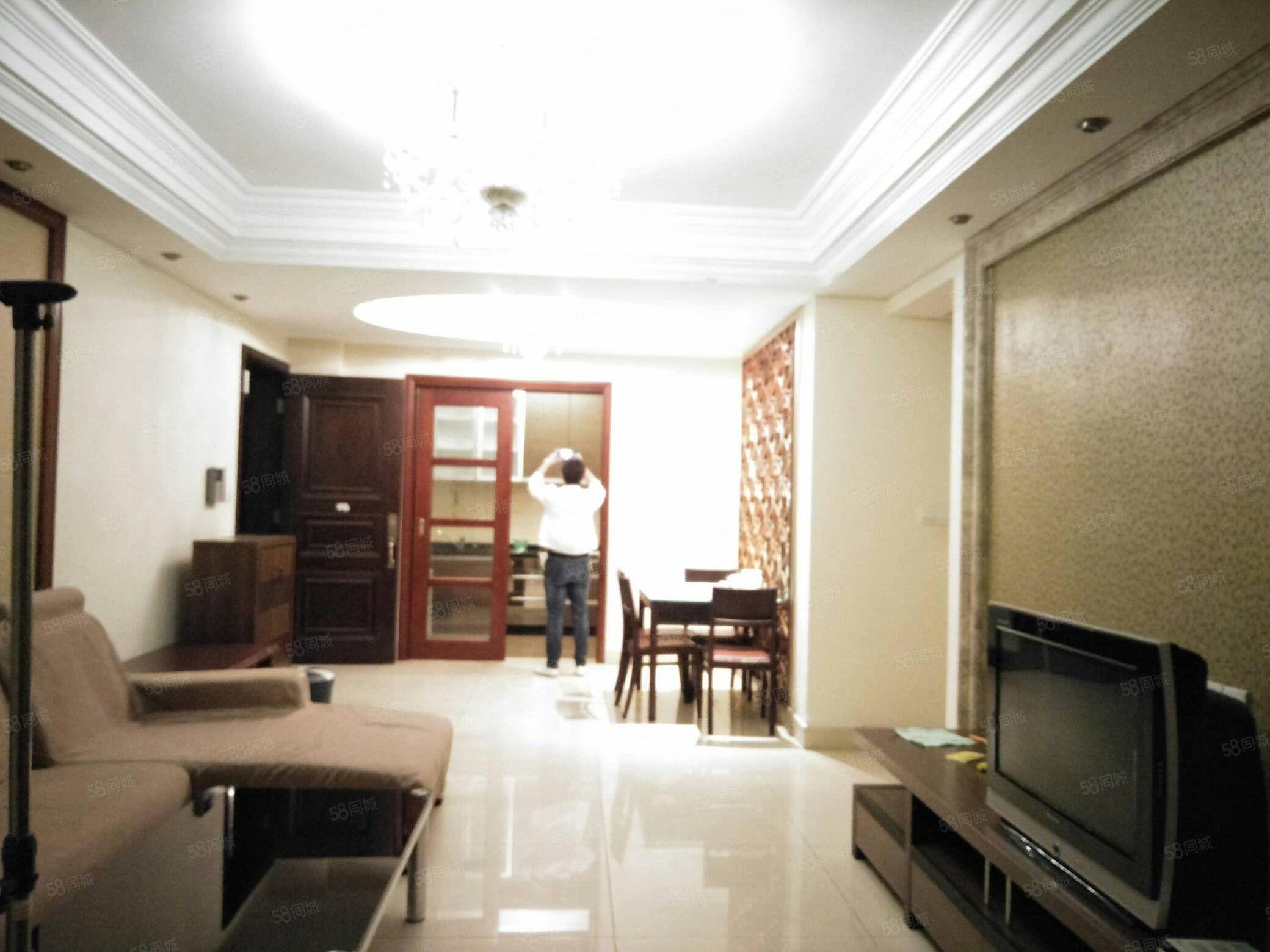 碧桂园,3房2厅2卫,有家私家电,价格合适