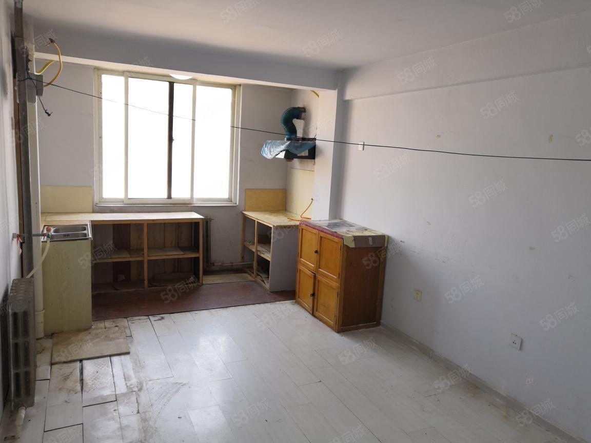 实验学校,万达广场对面,81平,多层2楼,不冷不临,无大税!