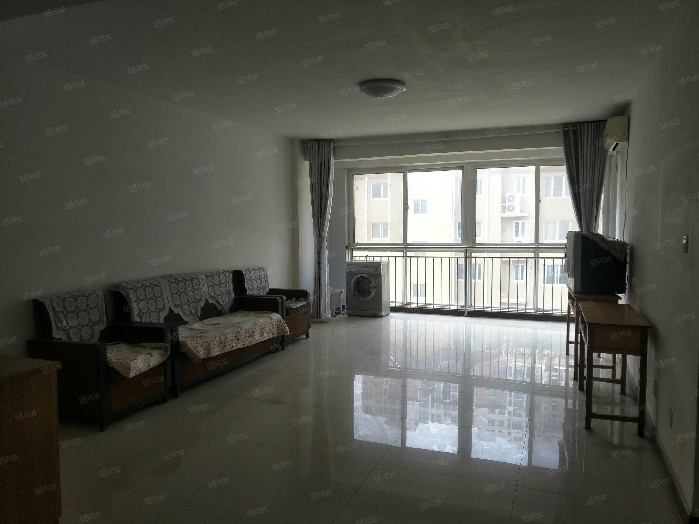 房子带车位储藏室,两个卧室和客厅都朝阳。可以按揭贷款。
