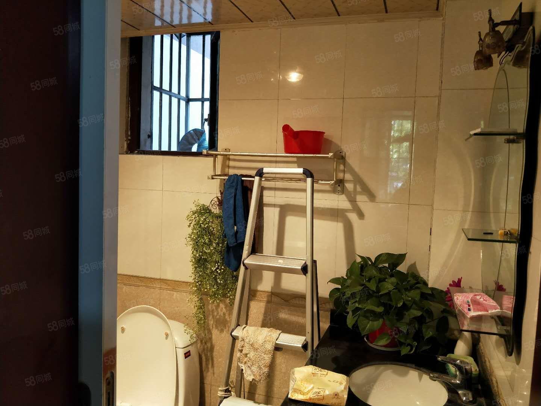 售清江怡苑小区小户型一居室适合双人居住精装房